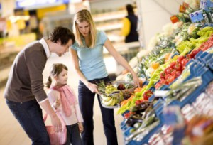 Family_Shopping_for_Vegetables_and_fruit_H